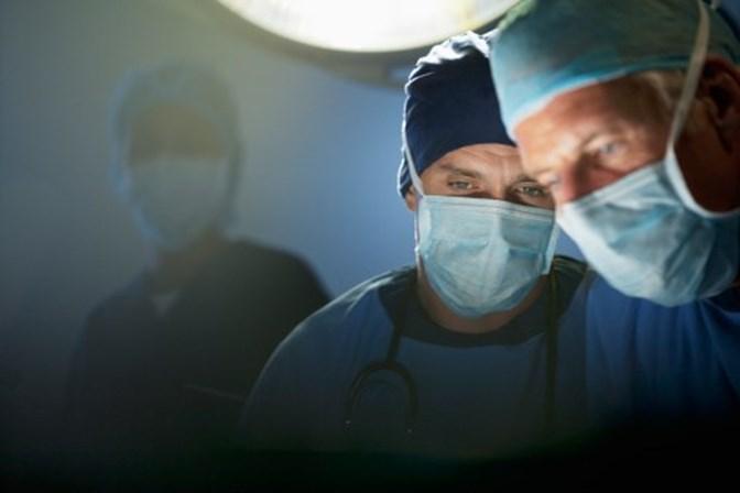 Cirurgião que gravava suas iniciais no fígado dos pacientes é condenado
