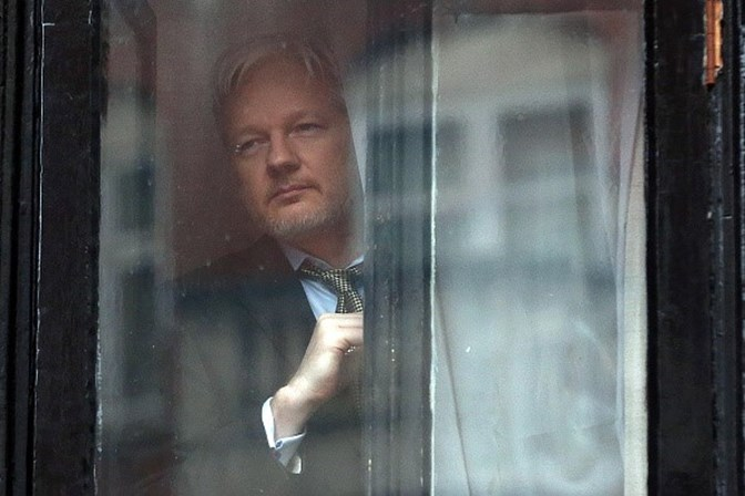 Equador concede nacionalidade ao fundador do portal WikiLeaks