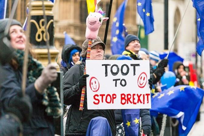 Parlamento britânico vota lei de saída da UE