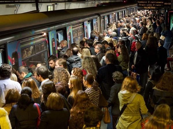 Metro de Lisboa planeia reforço de linhas em hora de ponta
