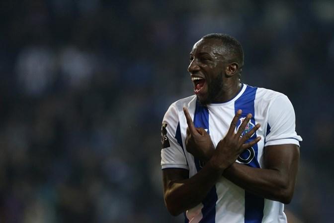 Golo de Marega dá vitória e liderança ao FC Porto