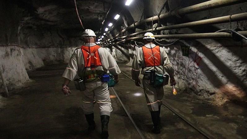 Empresa resgata todos os trabalhadores presos em mina na África do Sul