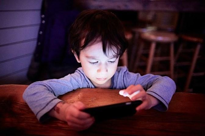 Quase 40% das crianças dos três aos oito anos acedem à Internet