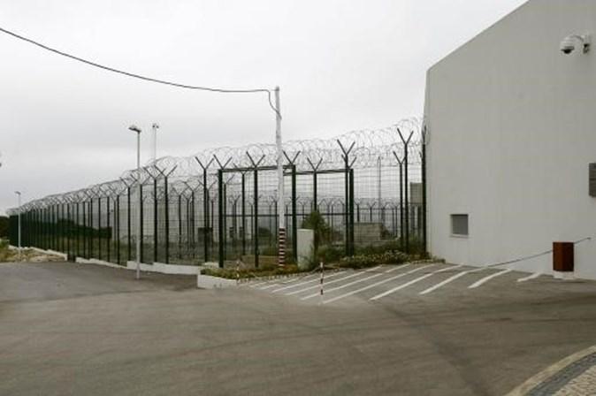 Preso considerado perigoso tenta fugir de cadeia de alta segurança em Monsanto