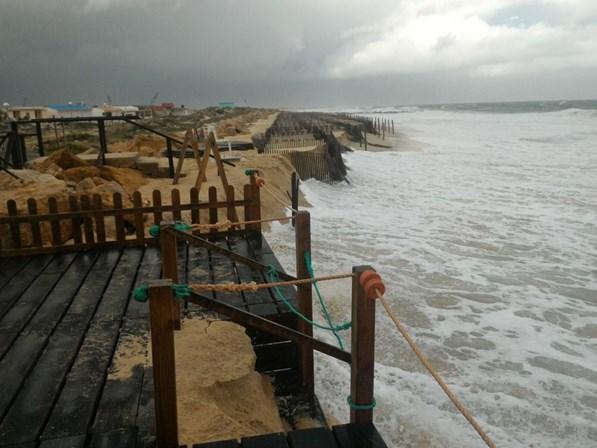 Ondas que podem chegar aos 14 metros fecham 19 barras marítimas