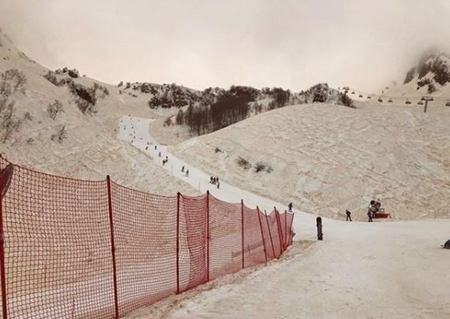 Fenómeno natural tornou a neve cor de laranja na Europa de Leste