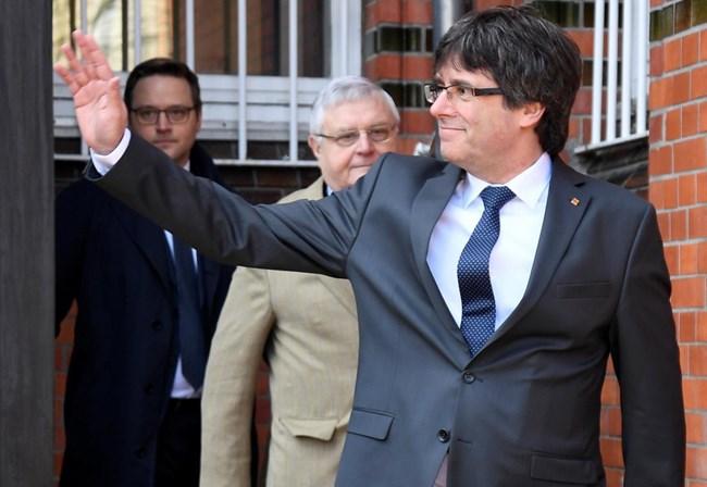 Puigdemont anuncia novo candidato à presidência da Catalunha