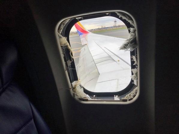 Vídeos: Explosão em avião mata uma pessoa nos EUA