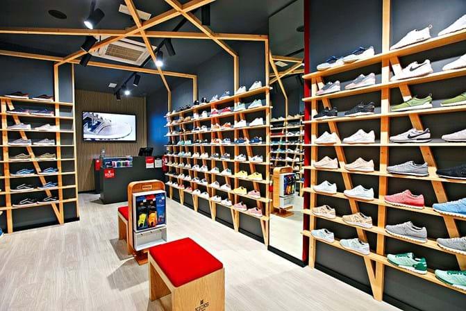 15b8442d1b0 Ténis exclusivos ao pontapé - Shopping - SÁBADO