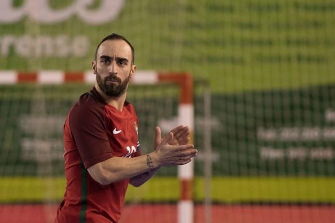 Ricardinho foi eleito o melhor jogador de futsal do mundo - Desporto ... 1f3667fd30ded