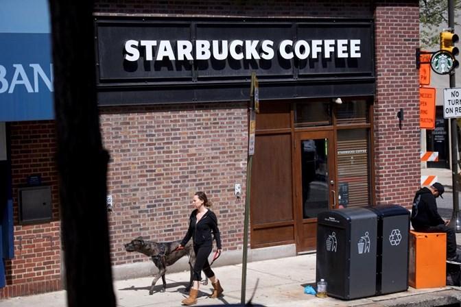 Starbucks fecha mais de 8 mil lojas para dar curso contra o preconceito  racial aos empregados 49971f7a89